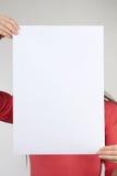 Рука держа бумагу изолированный на белизне Стоковые Фото