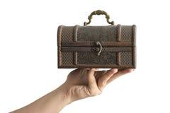 Рука держа былую коробку Стоковое Фото