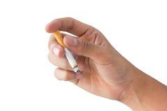 Рука держа горящую сигарету на предпосылке изолята Стоковые Изображения RF
