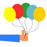 Рука держа красочные воздушные шары иллюстрация вектора