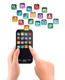 Рука держа мобильный телефон сенсорного экрана с значками Стоковая Фотография