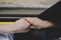 Рука держа публично переход Стоковые Изображения
