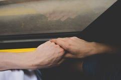 Рука держа публично переход Стоковая Фотография RF