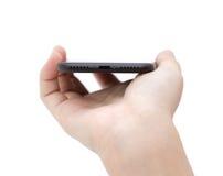 Рука держа телефон показывая порт usb подключает на белизне Стоковая Фотография RF