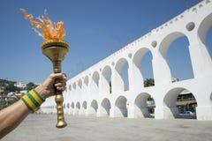 Рука держа факел Lapa Рио-де-Жанейро спорта Стоковая Фотография RF