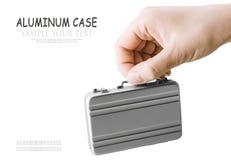 Рука держит малый алюминиевый случай Стоковое Изображение RF