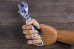 Рука держит обтекатель втулки Стоковое фото RF