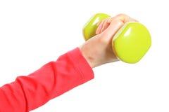 Рука женщины во время тренировки фитнеса с гантелями Стоковое Фото