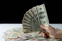 Рука женщины держа деньги, концепцию взяточничества Стоковые Фотографии RF