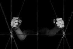 Рука женщины держа клетку, злоупотребление, концепцию торговли людьми Стоковое фото RF