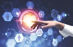Рука женщины используя медицинский интерфейс с сердцем иллюстрация штока