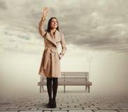 Рука женщины развевая стоковые фото