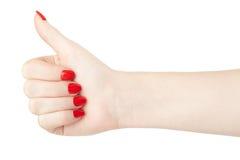 Рука женщины с красным большим пальцем руки маникюра вверх Стоковые Фото