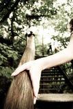 Рука женщин на рельсах Стоковые Изображения RF