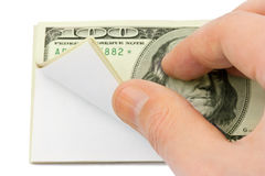 Рука и валюшка бумаги стоковая фотография
