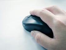 Рука и мышь стоковые фотографии rf