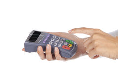 Рука и перста вводя штырь с ручной пусковой площадкой штыря Стоковое Фото