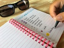 Рука и ручка, писать в журнале пули, стоковые изображения rf