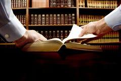 рука книги стоковые изображения rf