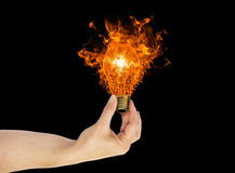 Рука, концепция энергии электрической лампочки экологичности Стоковые Изображения