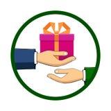 Рука которая держит коробку, подарок, переходы оно к другому perso Стоковые Изображения RF