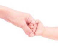 Рука матери владением руки младенца внутри мягко Стоковое Фото