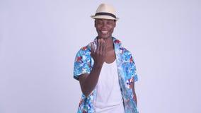 Рука молодого счастливого африканского туристского человека развевая акции видеоматериалы