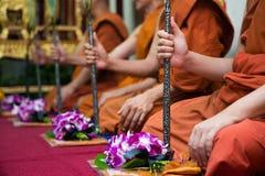 Рука монаха в церемонии буддизма Стоковая Фотография RF