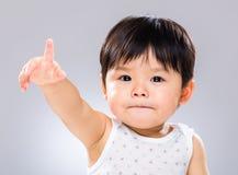 Рука младенца поднятая вверх Стоковые Фото