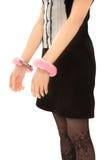 рука надевает наручники ее женщина Стоковая Фотография RF
