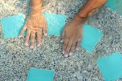 Рука на бассейне Стоковая Фотография RF