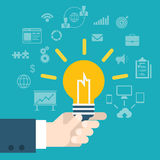 Рука нововведения идеи плоского стиля современная держа лампу infographic Стоковая Фотография RF