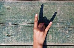 Рука, номера и древесина Стоковое Изображение