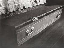Рука достигая из гроба Стоковые Фотографии RF
