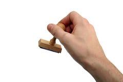 Рука персоны с деревянным штемпелем стоковые фотографии rf
