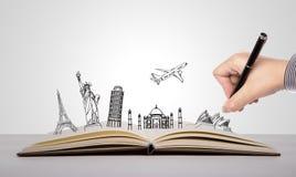 Рука пишет на книге перемещения стоковые фотографии rf