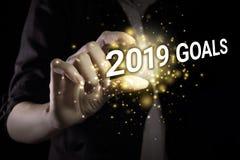 Рука показывая цели 2019 стоковое фото rf