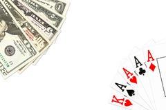 Рука покера 4 вида в тузах и некоторых бумажных деньгах доллара США иллюстрация штока