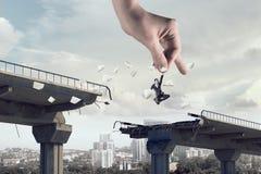 Рука помощи и защиты Мультимедиа Стоковая Фотография RF