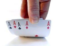 Рука поднимаясь вверх по 4 карточкам тузов Стоковое фото RF