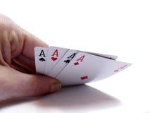 Рука поднимаясь вверх по 4 карточкам тузов Стоковое Фото
