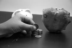 Рука положила монетки Стоковая Фотография