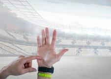 Рука подсчитывая с стадионом спорт Стоковая Фотография RF