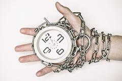 Рука прикованная с часами стоковые фотографии rf