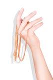 Рука при золотая изолированная цепь Стоковое Изображение RF