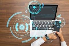 Рука работая с пользовательским интерфейсом Sci fi футуристическим Стоковое Фото
