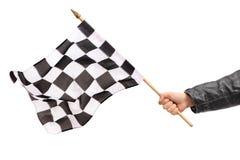 Рука развевая checkered флаг гонки Стоковые Фото