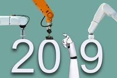 Рука робота и технология счастливого Нового Года 2019 стоковое изображение