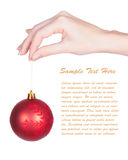 рука рождества шарика держа красных женщин вала s Стоковые Фото