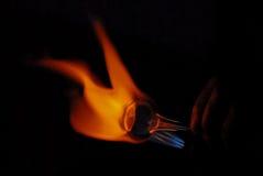 Рука стеклянной воздуходувки нагревая a Стоковые Фото